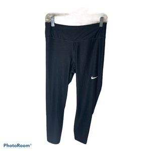 "Nike 3/4 length leggings 20"" inseam sz M"
